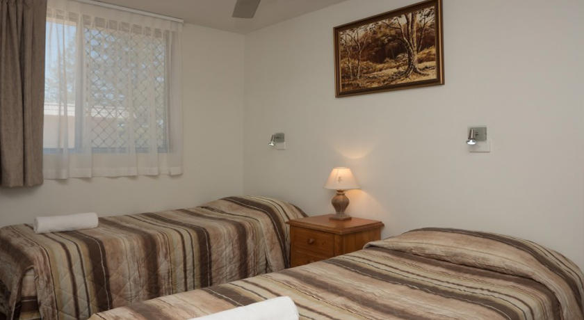 Merrima Court Holiday Apartments Kings Beach Bedroom