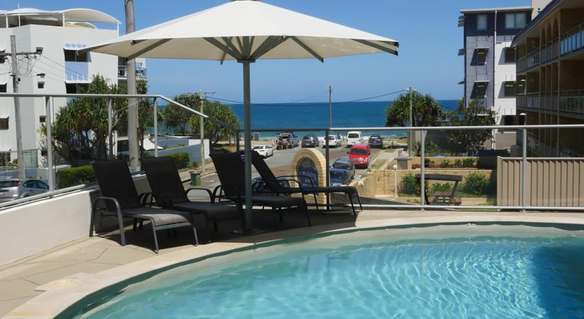Merrima Court Holiday Apartments Kings Beach Pool