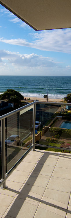 2 minute stroll to beach - Merrima Court Holiday Apartments